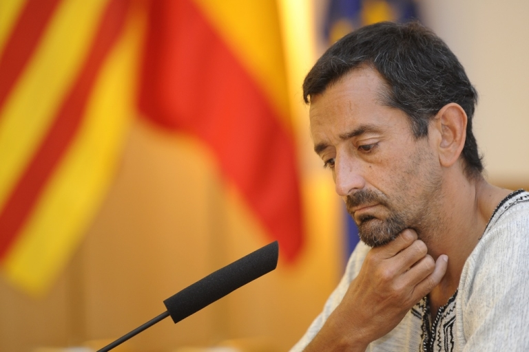 <p>Dr. Pedro Cavadas, the Spanish surgeon who successfully carried out a double-leg transplant on a man who had lost his limbs in an accident, gestures during a press conference at La Fe Hospital in Valencia, on July 12, 2011.</p>