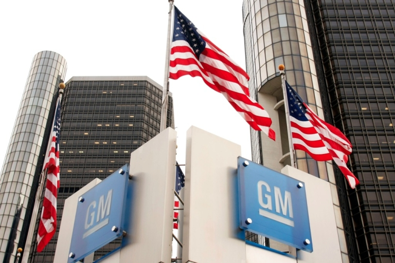 <p>Signs stand in front of the General Motors world headquarters complex in Detroit, Michigan.</p>