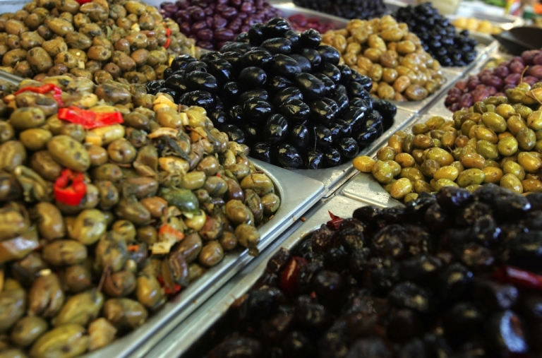 <p>A new study into the eating habits of men with prostate cancer found those who reported snacking on vegetable fats like nuts, olive oil, avocados and seeds were less likely to die from tumors or other causes than those with diets high in animal fats.</p>
