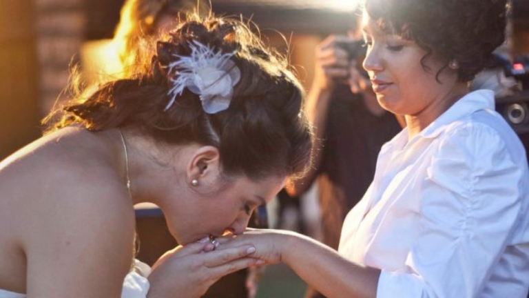 <p>American Alison Medina and Brazilian Michele Castro fell in love and got married in Rio de Janeiro. They hoped to move back to New York, but their marriage made it impossible to get Michele a visa.</p>