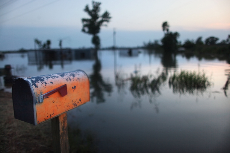 <p>A mailbox is seen at the edge of the Yazoo River near Yazoo City May 22, 2011 in Yazoo County, Mississippi.</p>