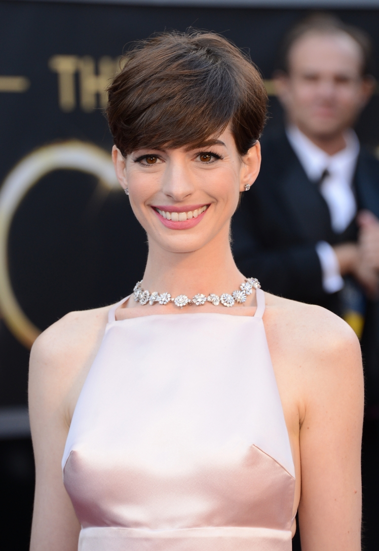 <p>Actress Anne Hathaway arrives at the Oscars at Hollywood &amp; Highland Center on February 24, 2013 in Hollywood, California.</p>