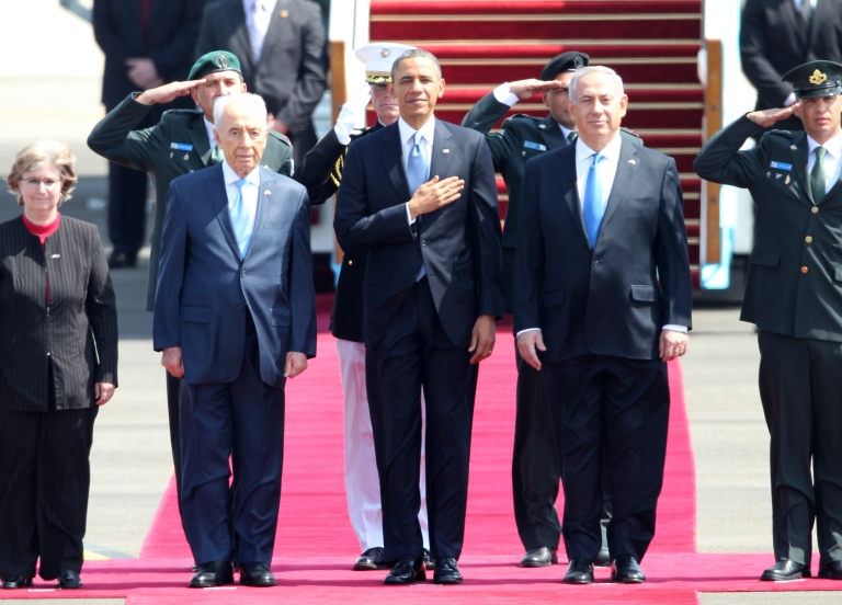 <p>US President Barack Obama (C), Israeli Prime Minister Benjamin Netanyahu (R) and President Shimon Peres (L) listen to the national anthem at Israel's Ben Gurion airport on March 20, 2013 upon Obama's arrival.</p>