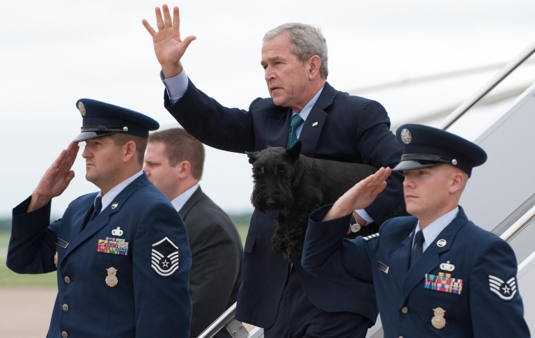<p>President George W. Bush carries his dog Barney as he descends the stairs of Air Force One after arriving at Texas State Technical College Airport in Waco, Texas, on August 15, 2008.</p>