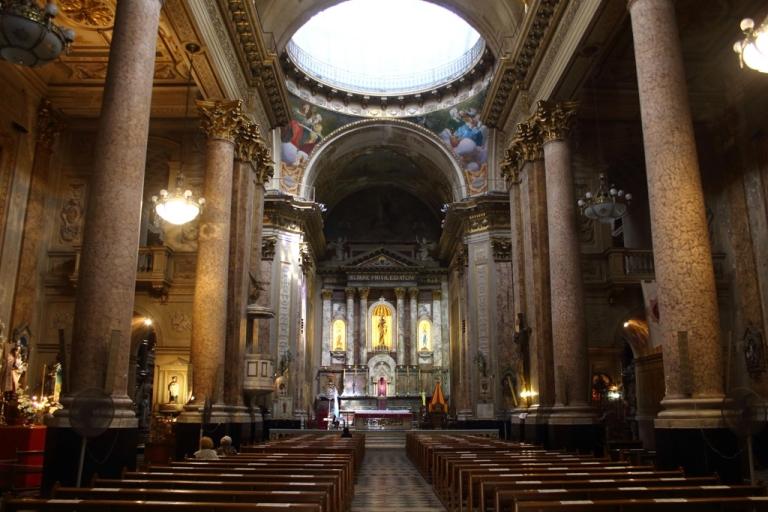 <p>The inside of the Basilica San Jose, Flores.</p>