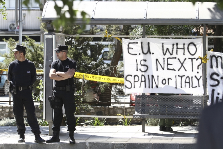 <p>Cypriot security guards stand outside the parliament building in Nicosia, Cyprus, on March 18, 2013. Cypriot President Nicos Anastasiades is battling euro zone demands that all bank customers in Cyprus pay a one-off levy as part of the bailout plan sponsored by the EU and IMF.</p>