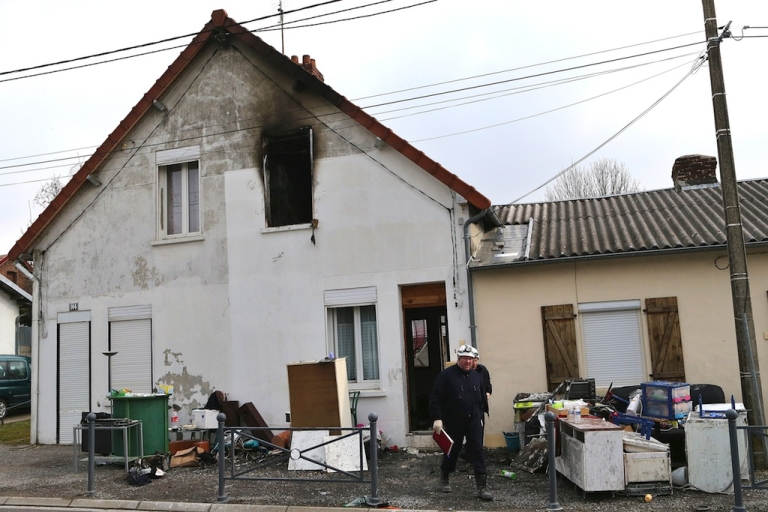 <p>Forensic experts leave a house where a fire killed five children aged between 2 and 10, on March 31, 2013 in Saint-Quentin.</p>