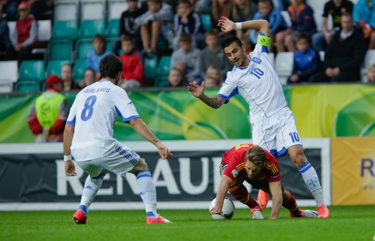 <p>Giorgos Katidis (R, wearing a No. 10 jersey) vies with Spanish player Gerard Deulofeu (C) and Greek player Spyros Fourlanos (L) for the ball during the UEFA European Under-19 football championships final in Tallin, Estonia, on July 15, 2012.</p>