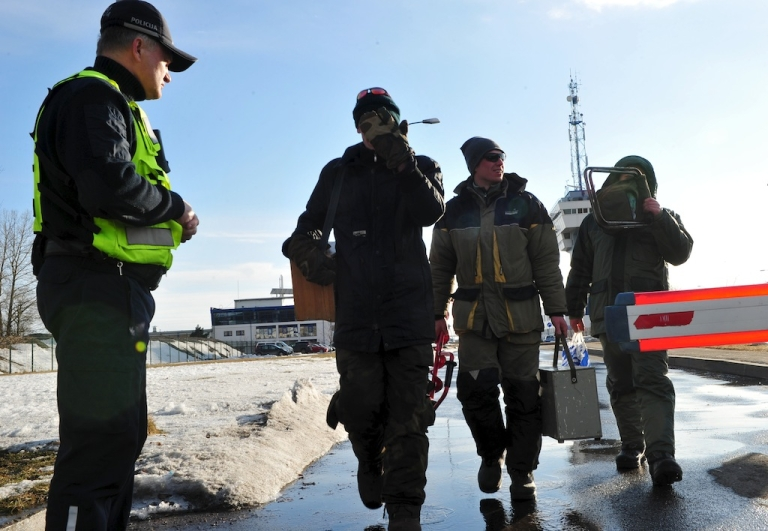 <p>Rescuer leave the Riga Port Authority on March 29, 2013 in Riga. Latvian rescue workers and soldiers on Friday airlifted more than 200 people, mostly ice fishermen, from two ice floes adrift in the Gulf of Riga, officials said.</p>
