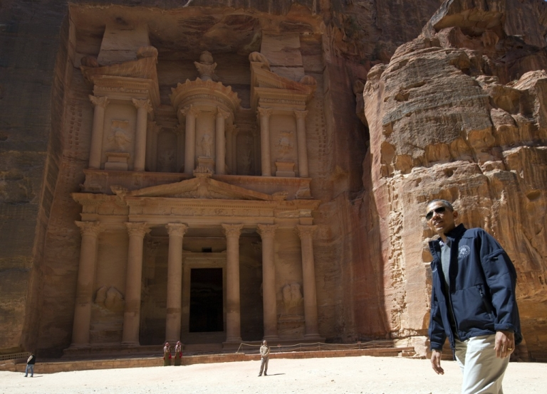 <p>US President Barack Obama tours the Treasury Building at the ancient city of Petra, in Jordan, on March 23, 2013. Obama arrived in Jordan on March 22, on the last leg of a Middle East tour after challenging Israelis to embrace peace with Palestinians.</p>