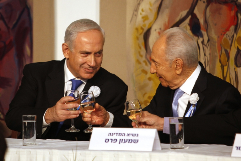<p>Israeli Prime Minister Benjamin Netanyahu, left, speaks with President Shimon Peres during a reception marking the opening of the 19th Knesset (Israeli parliament) on February 5, 2013 in Jerusalem.</p>