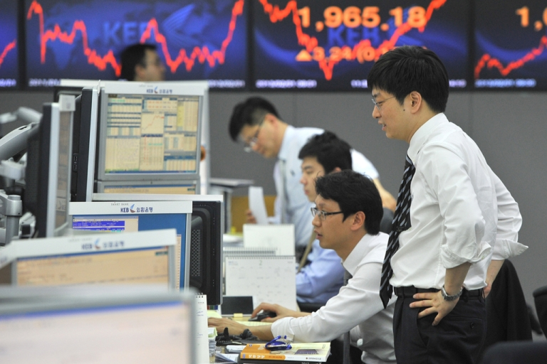 <p>This photo taken on Feb. 1, 2013, shows currency traders monitoring exchange rates in a dealing room at the Korea Exchange Bank in Seoul, South Korea.</p>