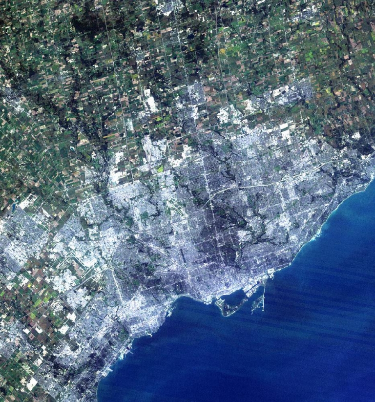 <p>Toronto has edged out Chicago as North America's fourth largest city. Both cities have just under three million people in their downtown cores.</p>