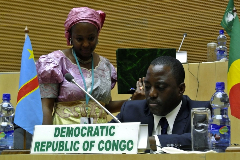 <p>Democratic Republic of Congo's president Joseph Kabila (R) signs a peace agreeement during a summit in Addis Ababa on Feb. 24, 2013.</p>