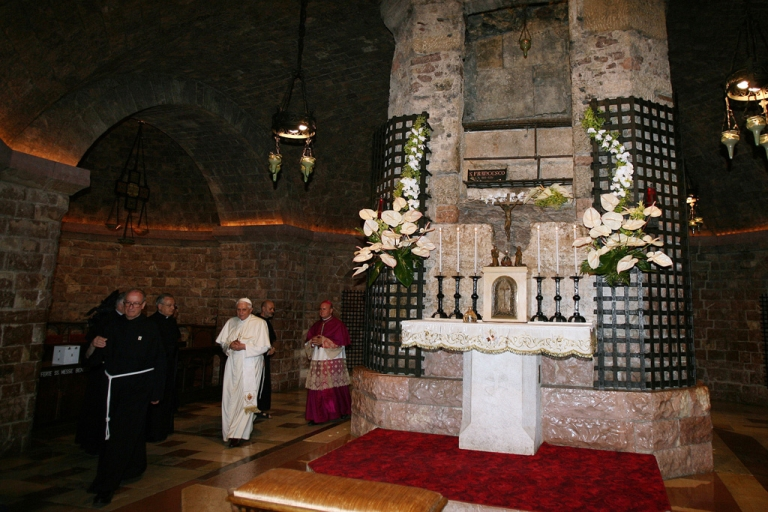 <p>Pope Benedict XVI visits St. Francis's tomb during his one-day visit to Assisi on June 17, 2007 in Assisi, Italy.</p>