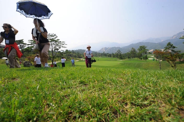 <p>Chinese tourists visiting a golf course which has been closed for over three years at the Mount Kumgang international tourist zone in North Korea on September 1, 2011.</p>