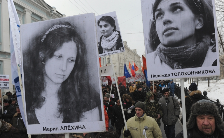 <p>Opposition activists attend in Moscow on March 2, 2013 demanding the release of jailed members of the female punk band 'Pussy Riot' Maria Alyokhina (L) and Nadezhda Tolokonnikova</p>