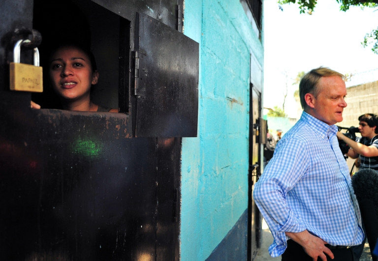 <p>The Secretary of Multidimensional Security at the Organization of American States (OAS), Adam Blackwell visits the prison of San Pedro Sula on May 28, 2013 where members of the Mara Salvatrucha (MS-13) and the Barrio 18 (M-18) gangs are being held. Leaders of the two gangs in Honduras, announced their disposition to reach a truce with the mediation of the Organization of American States (OAS) and the Catholic Church. The gangs are involved in drug trafficking that has brought terror to El Salvador, Guatemala and Honduras.</p>