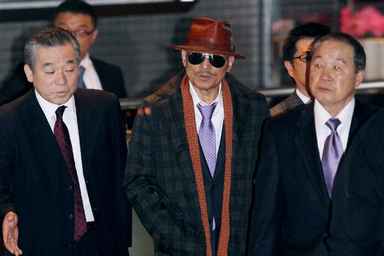 <p>Kenichi Shinoda, the boss of Japan's largest 'yakuza' gang, the Yamaguchi-gumi, walks at Tokyo's Shinagawa station to return to his his home in Kobe, western Japan on April 9, 2011 after he was released from a Tokyo prison after serving time since 2005.</p>