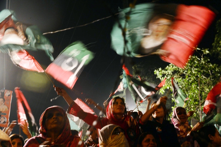 <p>Supporters of the Pakistan People's Party (PPP) at an election campaign rally in Lahore on May 6, 2013.</p>