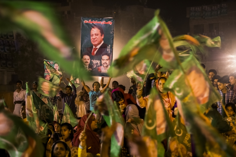 <p>Supporters of Nawaz Sharif, leader of the Pakistan Muslim League-N (PML) party, who took the most votes in the country's election Sunday.</p>
