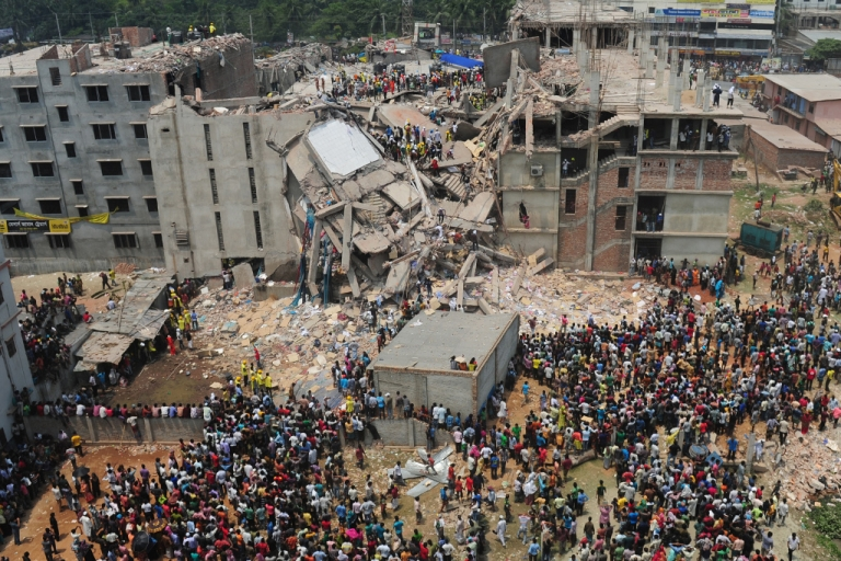 <p>Bangladeshi volunteers and rescue workers are pictured at the scene after a factory building collapsed in Savar, on the outskirts of Dhaka, on April 25, 2013.</p>