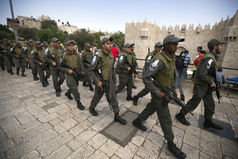 <p>Israeli police arrive outside the Damascus Gate in Jerusalem's Old City on May 10, 2013. Jerusalem police were holding five ultra-Orthodox Jewish men who tried to disrupt landmark prayers by women Jewish activists at the Western Wall plaza in the Holy City.</p>