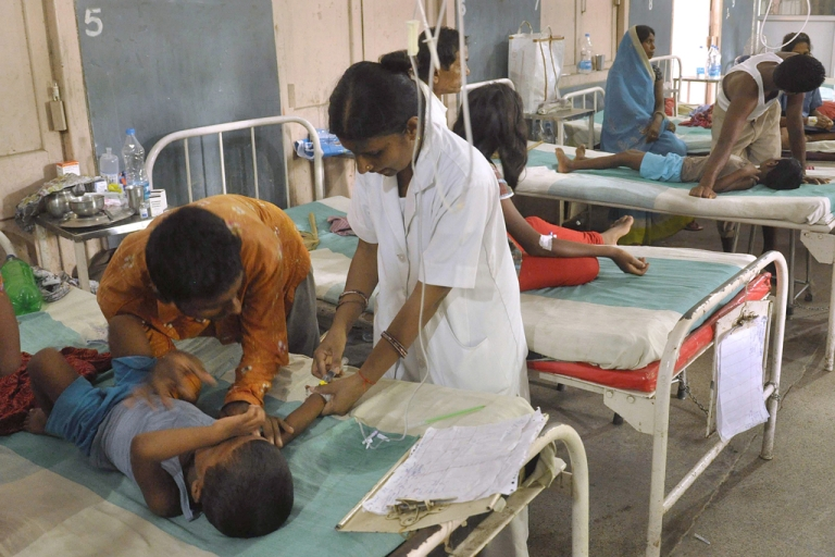 <p>Indian schoolchildren recovering from food poisoning receive medical treatment at the Patna Medical College and Hospital in Patna on July 20, 2013.</p>