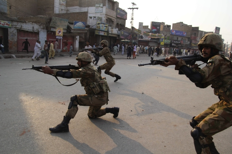<p>Pakistani army soldiers take position to disperse Sunni Muslims protesting against the attack on Sunni mosque and seminary, in Multan on November 16, 2013.</p>
