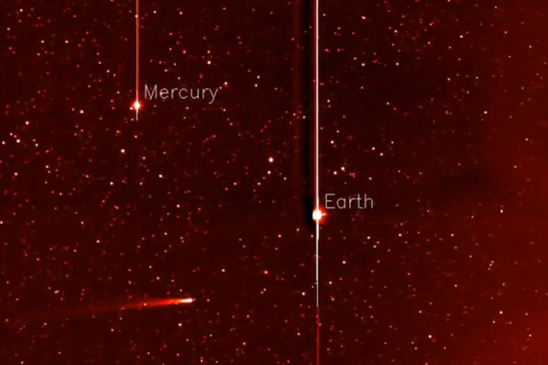 <p>A screengrab from a video shot by NASA's STEREO spacecraft showing Comet ISON as it streaks toward its Thanksgiving Day encounter with the sun -- one it may not survive.</p>