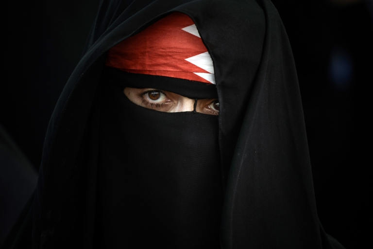 <p>A Bahraini woman poses for a picture during an anti-government rally in the village of Abu Saiba on August 23, 2013.</p>