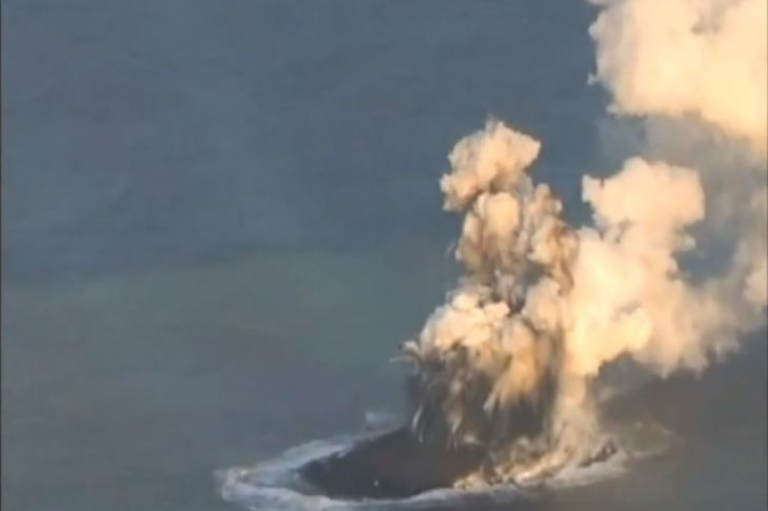 <p>This screengrab from a video taken by the Japanese coast guard shows the formation of a new island by an undersea volcano more than 600 miles south of Tokyo in an archipelago known as the Banin Islands.</p>