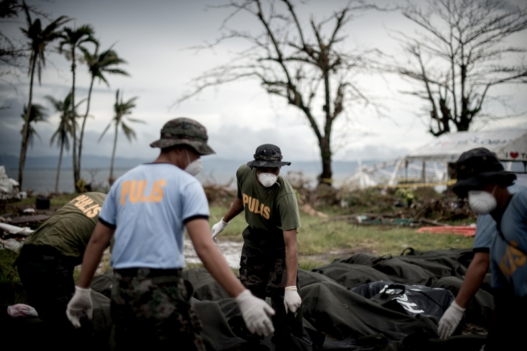 <p>Dead bodies are unloaded at a makeshift morgue in Tacloban, on the eastern island of Leyte on November 12, 2013 after Super Typhoon Haiyan swept over the Philippines.</p>