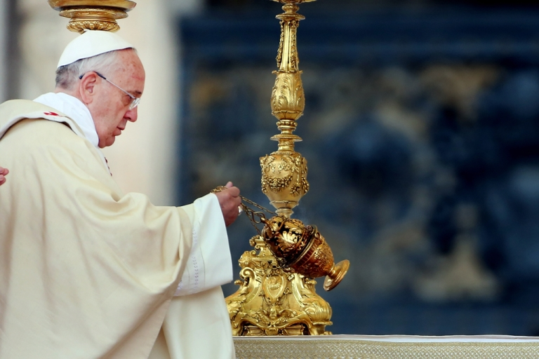 <p>Pope Francis waves incense as he celebrates mass in St. Peter's square on November 24, 2013 in Vatican City, Vatican.</p>