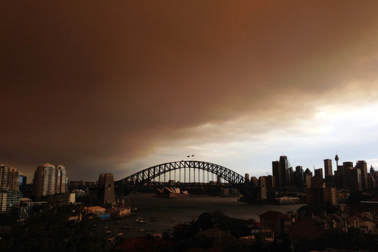 <p>A general view of the Sydney CBD shrouded in smoke haze is seen on October 17, 2013 in Sydney, Australia.</p>