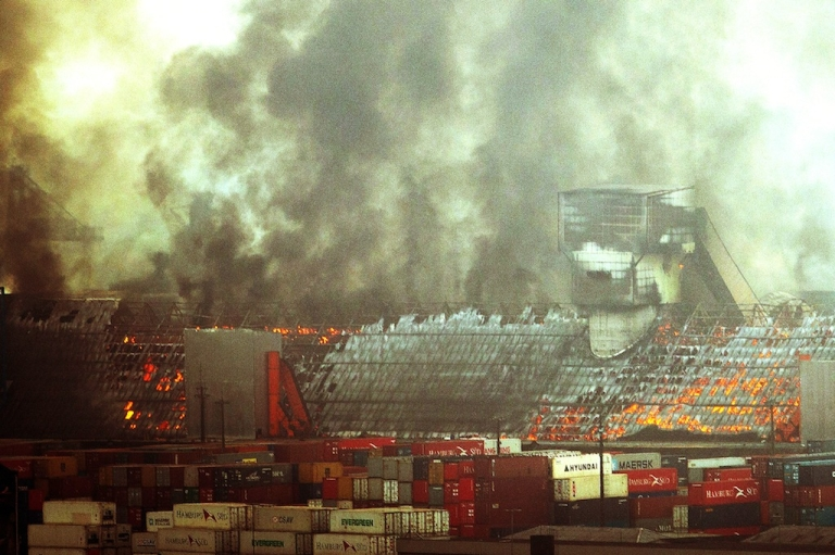 <p>Four warehouses with sugar go up in flames at the port of Santos, the biggest in Latin America, some 60 km from São Paulo, Brazil on October 18, 2013.</p>