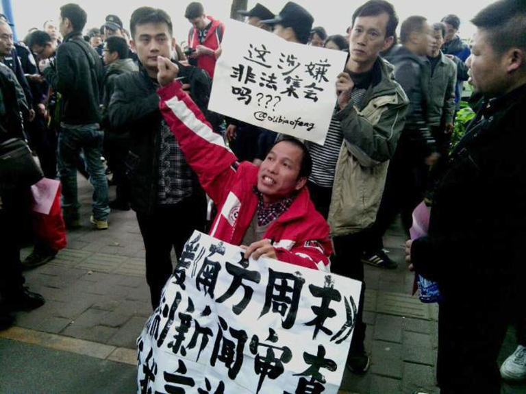 <p>Demonstrators call for press freedom in support of the Southern Weekend newspaper outside the company's office building in Guangzhou, on Jan. 8, 2013.</p>
