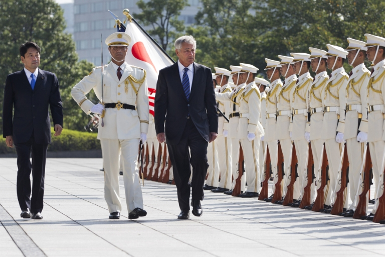 <p>Japanese Defense Minister Itsunori Onodera (L), and US Secretary of Defense Chuck Hagel (R) review an honor guard at Defense Ministry on October 3, 2013 in Tokyo, Japan.</p>