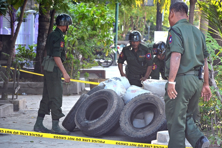 <p>Soldiers defuse an explosive device which was found in Myanmar's northern city of Mandalay on October 14, 2013. Police in Myanmar said they were investigating a series of mysterious bomb blasts that have left two people dead and several wounded in recent days.</p>
