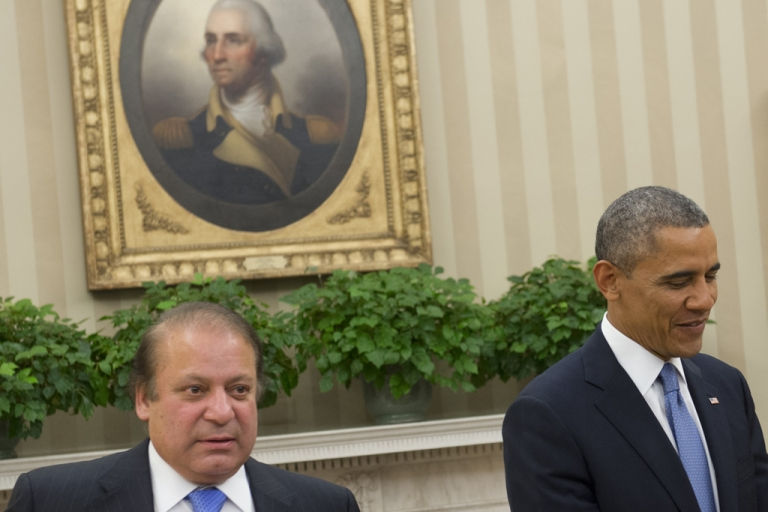 <p>US President Barack Obama and Pakistani Prime Minister Nawaz Sharif (L) hold a meeting in the Oval Office of the White House in Washington, DC, October 23, 2013.</p>