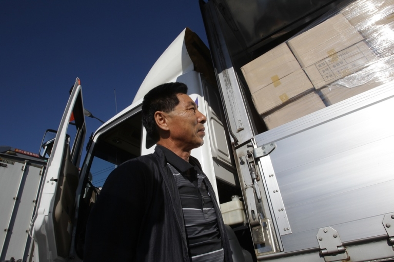 <p>A South Korean worker waits access to Kaesong joint industrial complex in North Korea on September 16, 2013. North and South Korea have agreed to re-open the industrial park on a trial basis, five months after North Korea withdrew its staff and barred South Korean workers' access.</p>