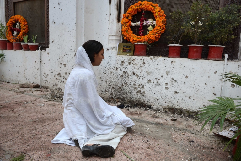 <p>A Pakistani Christian woman mourn the death of relative, who was killed in suicide bombing, near damage at the All Saints Church in Peshawar on September 24, 2013. A devastating double suicide attack on a church in northwest Pakistan has triggered fears among the country's beleaguered Christian community that they will be targeted in a fresh wave of Islamist violence.</p>