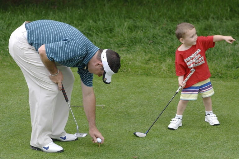 <p>Golfer Rory Sabbatini with his son, Harley, at Westchester Country Club in New York on June 6, 2006. New research suggests that there may be a link between the size of a man's balls and his skills as a dad.</p>