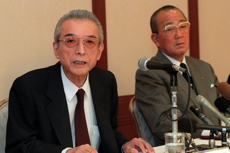 <p>Hiroshi Yamauchi (L), credited with transforming Nintendo from a family-owned Japanese business into a global byword for video games, died September 19, 2013 at the age of 85.</p>