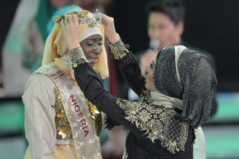 <p>Obabiyi Aishah Ajibola of Nigeria is crowned the winner of the Muslimah World competition in Jakarta on Sept. 18, 2013.</p>