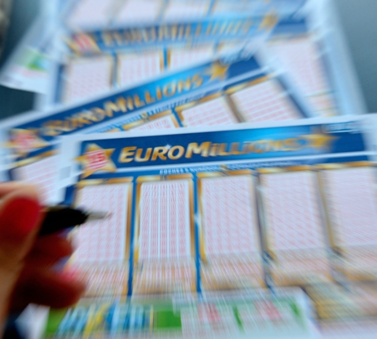 <p>A city in northern Spain is searching for the buyer of a winning lottery ticket worth EUR4.7 million.</p>