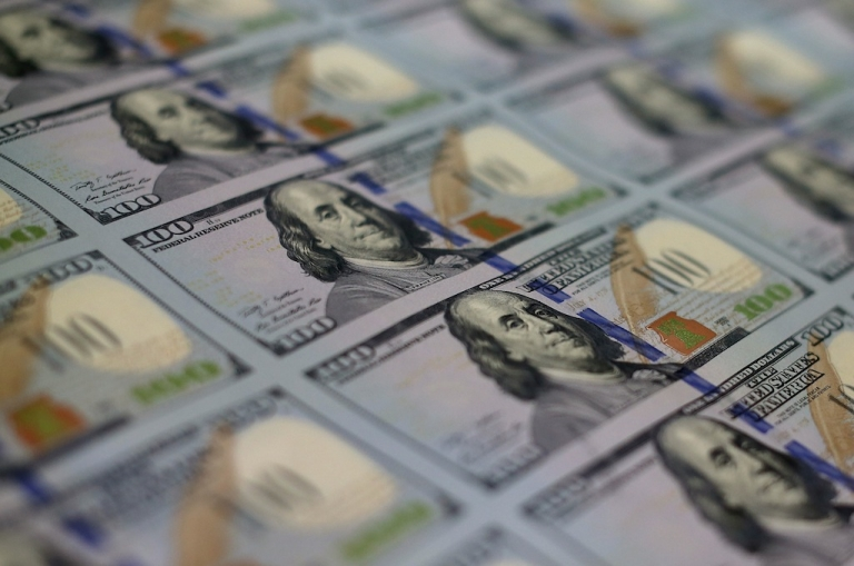 <p>Connecticut Rabbi Noah Muroff bought a desk for less than $200 on Craigslist and found $98,000 in cash hidden behind its drawers, which he promptly returned.</p>