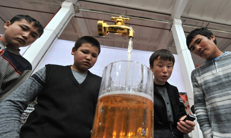 <p>Kyrgyz teenagers at an exhibition of Chinese goods in the town of Osh.</p>