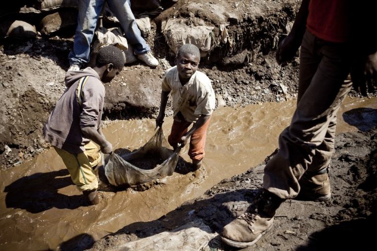 <p>Children wash copper on July 9, 2010 at an open-air mine in Kamatanda in the rich mining province of Katanga, southeastern Democratic Republic of Congo (DRC). Some 400 children from Kamatanda and surrounding villages, who have dropped out of school, help miners transport, sort or wash the mineral.</p>