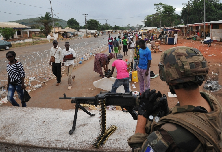 <p>A French soldier of the Sangaris military operation takes position at the PK12 checkpoint on March 1, 2014 in Bangui.</p>